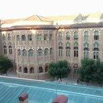El edificio del rectorado de la universidad desde la habitación