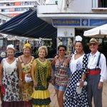 les torremolinenses en tenues traditionelles