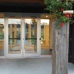 Entrance to Le Clos
