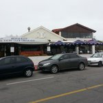 vista del restaurant y terraza exterior