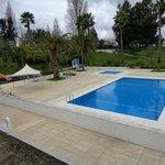 Zona recreativa de piscinas desde la ventana de la habitacion