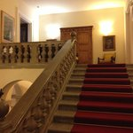 La scalinata che porta alle camere
