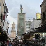 con un minareto e la Torre dell'Orilogio 2