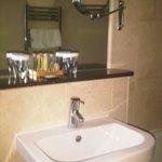 Toiletries / Sink