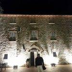 ingresso villa notturna