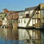 case sull'acqua nella baia