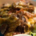 SÁNDWICHES ABIERTOS  DE LOMITO:  - Con mayonesa chipotle + Pimientos y Cebollas salteadas