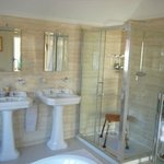 Bathroom Egerton suite