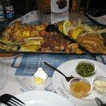 prato com todos os frutos do mar