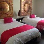 Nuestra hermosa habitacion. super comodas las camas!