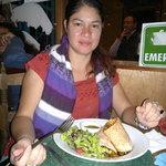 Disfrutando la cena en un ambiente sumamente agradable