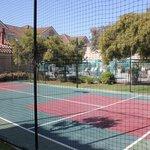ホテル内のテニスコート