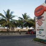 Posisi jalan masuk menuju hotel tepat di seberang Pantai Kuta
