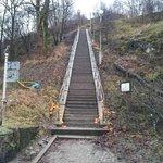 Den långa trappan upp (finns bilväg runt)