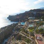 Вид на отель с восточной скалы