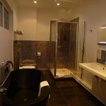 Well appointed & contemporary bathroom