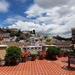 Вид из номера отеля на Альбайсин и Альгамбру