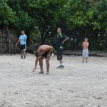 Foot avec les serveurs du  Medhufushi
