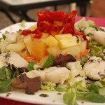 Ensalada de bacalao y frutas tropicales