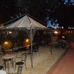 El jardin acogedor donde se sirve el aperitivo