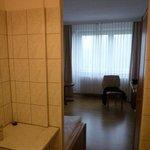 Blick von Spülküche ins Zimmer, keine trennende Tür