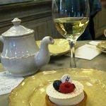 The raspberry  cake