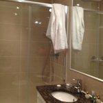 bagno con doccia spaziosa