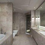 BELGR_P116 Diplomatic suite-bathroom