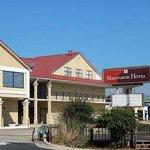 Magnuson Hotel Kennesaw Exrterior