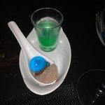 Drink de menta com água de coco(copo) e licor com nutella em pó