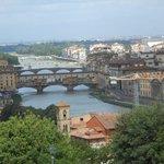 Desde el mirador, una vista del Arno y el Ponte Vecchio