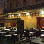 Café Van Goghはゴッホの「夜のカフェ」に描かれた店