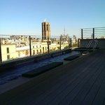 Вид с крыши и бассейн