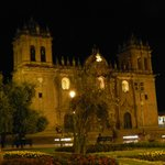 La Catedral de Cuzco a sólo unos pasos del hotel