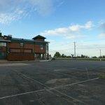 Blick zum Hoteleingang am Hwy 41