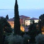 Blick vom Balkon auf den Gardasee (Abendstimmung)