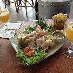 Ceviche de pescado e sour de maracujá (dose dupla no happy hour!)