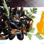 moluscos con salsa de romesco