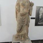 Statua con cornucopia