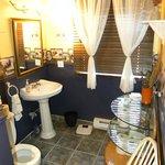 La salle de bains commune aux 3 chambres de l'étage