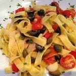 Tagliatelle Zingara (olives, capres, tomates)