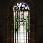 Puerta en el Claustro de la Catedral