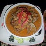 Gai (Geflügel) mit Red Curry gut gewürzt mit Kräutern für Zürich für BKK zu flach. Meine Empfehl