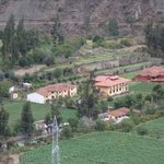 vue sur l'hotel depuis les ruines d'ollantaytambo