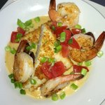 Shrimp and grits / perfection!