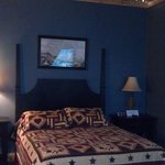 Colonial-themed room