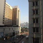 Ausblick aus dem Zimmer auf Nathan Rd u. HK Island