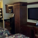 Nice closet/TV/wet bar set-up