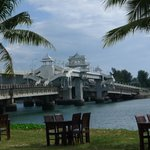 Thanoon Outside seating area - Sarasin Bridge in the background