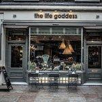 Photo de The Life Goddess, Store street